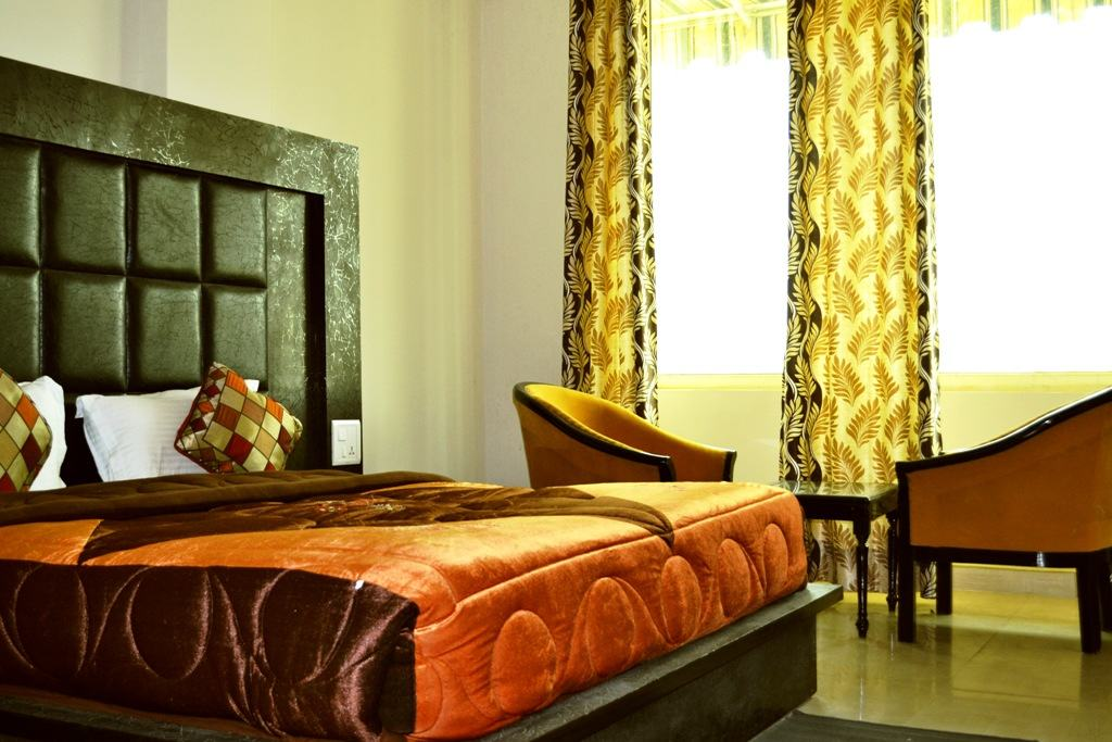 Hotel-The-Great-Anannda-deluxe-room