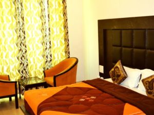 Deluxe-Room-King-Size-Beds-hotels-in-haridwar
