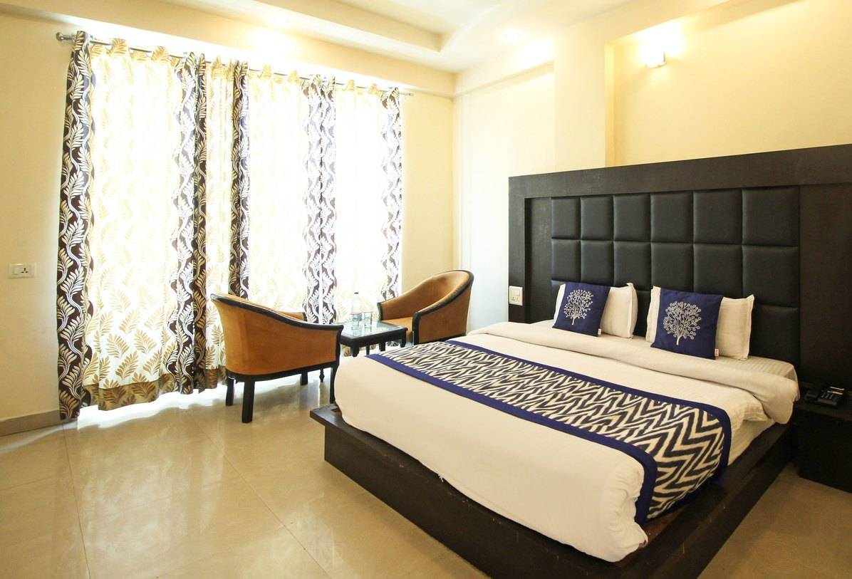 Deluxe-double-room-hotel-great-ananda-haridwar